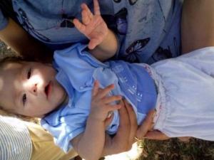 Намериха на детска площадка бебе! Полицията издирва родителите му
