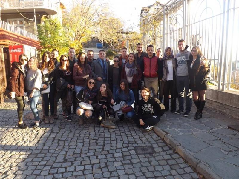 """Младежи се включват в играта """"Глобално отговорни"""" в Пловдив"""