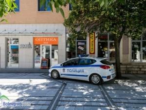 Оптика стои затворена час, полицаи я разбиха и откриха трупа на собственика