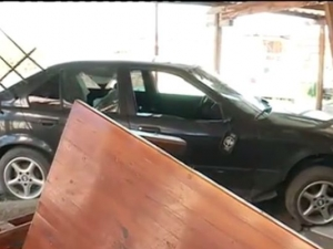 Шофьор без книжка се заби в къща, жена и дете са ранени ВИДЕО