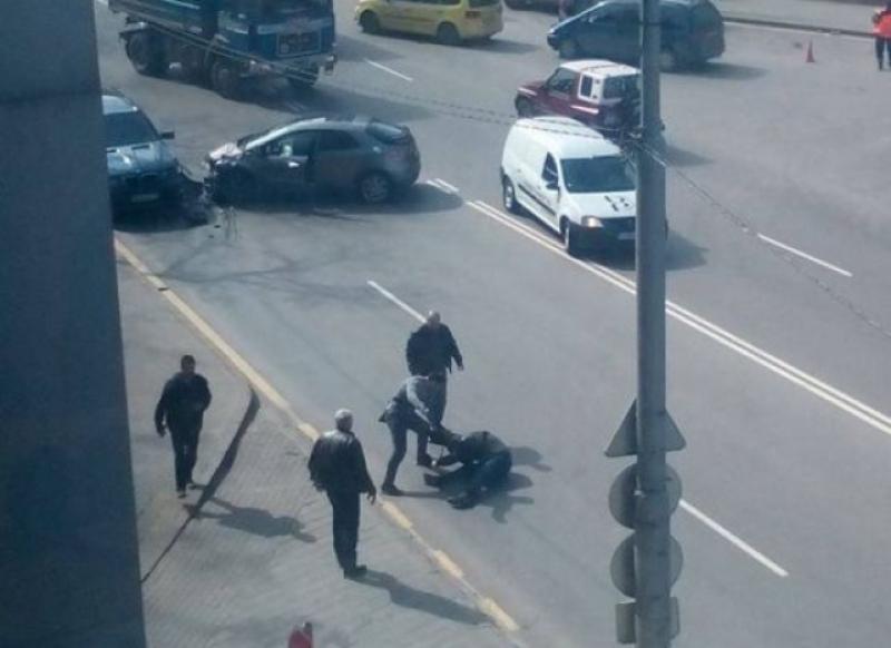Обезумял пловдивчанин преследва автомобил из целия град, наряза лицето на шофьора с нож