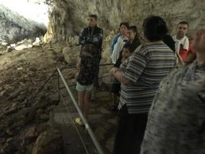 Роми превзеха пещера край Пловдив, клатят сталактити СНИМКИ