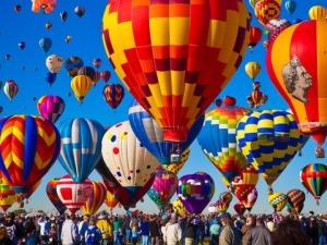 Зрелищна гледка: Фестивал на летящите балони в Китай ВИДЕО и СНИМКИ