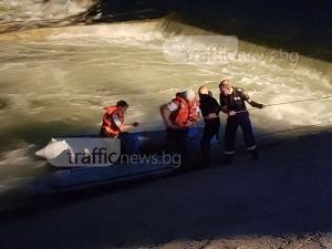 Спасителна операция край Пловдив! Водите на Въча притиснаха рибари СНИМКИ
