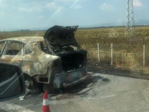 Кола се запали на магистралата, колоната стигна 7 километра СНИМКИ