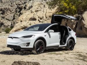 Tesla сваля цената на една от колите си с няколко хиляди долара