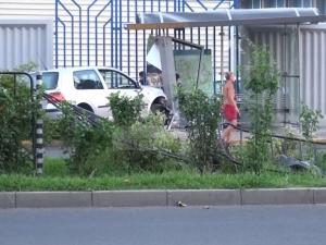 Изясняват защо шофьор се вряза с колата си в спирката до Панаира ВИДЕО