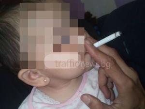 Ром взриви социалните мрежи – сложи запалена цигара в устата на бебето си СНИМКИ