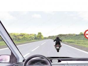 Имате ли право да изпреварите този моторист? Да ви видим, шофьори! СНИМКА