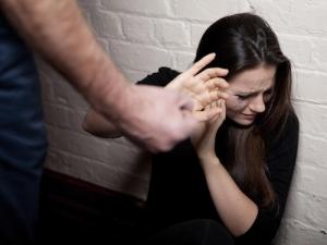 Изнасилиха жена посред бял ден, 10 са задържани