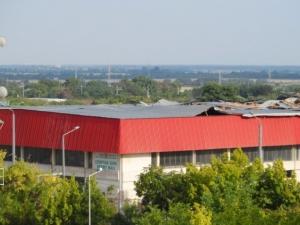 Ураганен вятър отнесе покрива на спортната зала в Стара Загора