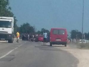 Масов бой в ромската махала в Каменар! Мотористи бият наред, местните вадят колове