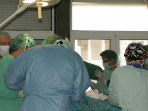 Уникална операция спаси мъж с рак на лицето СНИМКИ