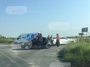 Две жени са откарани в болница след катастрофата на изхода на Пловдив СНИМКИ