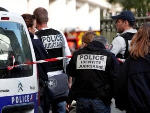 Нападение във Франция! Автомобил се вряза във военнослужещи