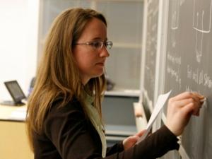 Официално: Учителските заплати скачат с 15 процента