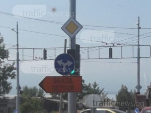 Знак крие светофар на Коматевско шосе, шофьори негодуват СНИМКИ