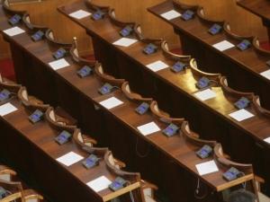 """Такса празен стол и в парламента! Да се въведат такси и за """"кофти дете"""" и """"лаещо куче""""!"""
