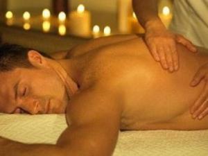 Полицията щурмува салон за еротични масажи във Варна