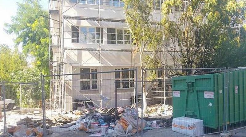 Потушиха пожара до бургаския блок, който се санира, огънят тръгнал от фас