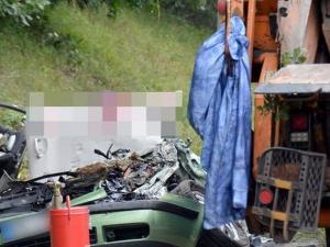 Боклучийски камион премаза 4-членно семейство
