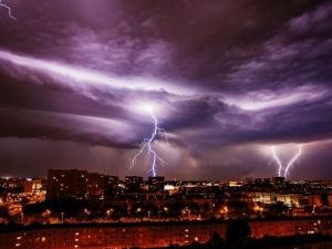 Невиждани бури в Полша, петима души загинаха
