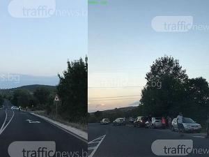 Затвориха пътя Пловдив - Карлово! Тече сложна акция по вдигането на изгорял камион СНИМКИ