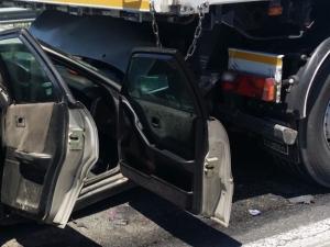 Тежки катастрофи! Дете и жена загинаха при удар на камион и кола, друга кола се обърна в канавка