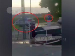 Хванаха полицаи в крачка! Пренебрегнаха знак, завиха в нарушение ВИДЕО