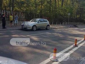 """""""Алфа Ромео"""" се натресе в знак на новата улица през парк Лаута СНИМКИ"""