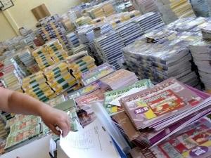 Учениците от втори, шести и осми клас ще учат по 256 нови учебника