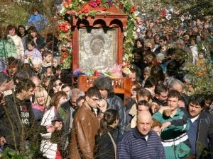 Хиляди души се помолиха за изцеление пред чудотворната икона в Бачково
