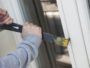 Крадци разбиха и нахлуха в жилище в Пловдив, отмъкнаха 5 бона