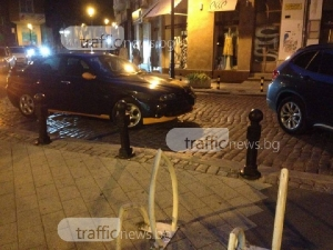 Шофьор запуши улица в центъра на Пловдив, а след това се скара на минувачите