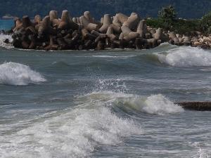 Опасно време по Черноморието утре! Жълт код за силно морско вълнение и вятър