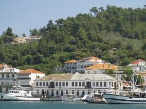 Столицата на Тасос съблазнява пловдивчани с уникални таверни и търговска улица СНИМКИ