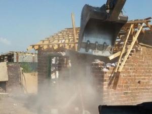 Събориха още 11 незаконни ромски къщи в Асеновград СНИМКИ