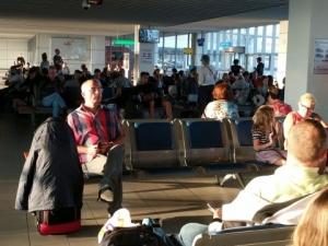 """Пътници на """"България Ер"""" чакат над 15 часа самолет за Франкфурт"""