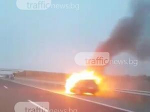 Кола избухна в пламъци на магистрала Тракия СНИМКИ