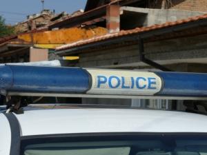 Мъж намушка с нож в шията 16-годишната си приятелка, тя почина