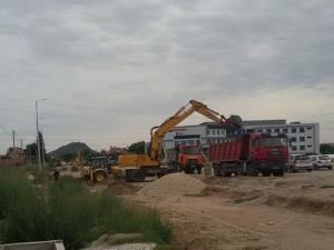 """Раздвижване на Коматевско, строителите захванаха отсечката до ул. """"Остромила"""" ВИДЕО"""