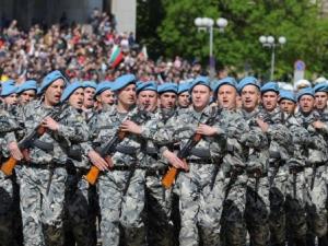 """Армията остава без застраховки след отнемането на лиценза на ЗК """"Надежда"""""""