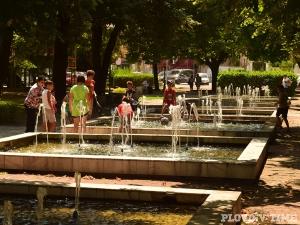 Красотата на една от най-старите градини в Пловдив в СНИМКИ