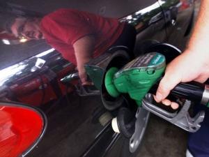 Българите зареждат деветия най-недостъпен бензин в света