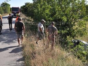 Кола излетя от пътя, бременна и дете се отърваха с драскотини СНИМКИ