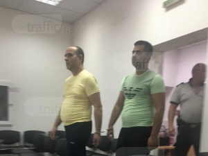 Ромите, били полицаи в Столипиново, се признаха за виновни СНИМКИ