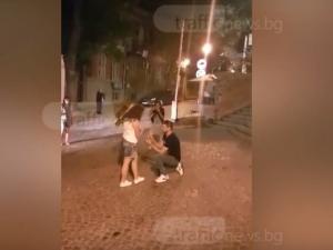 Романтика в Пловдив! Виктор поиска ръката на любимата си в Стария град ВИДЕО