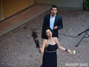 Великолепни арии огласиха центъра на Пловдив! Държавната опера откри сезона с безплатен бутиков концерт СНИМКИ