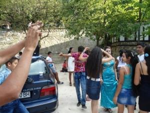 Отива ли си купуването на булки? Ромите за женене вече се запознават във Фейсбук