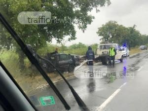 Мъртвопиян се заби в дърво край Пловдив, две деца са в болница след катастрофа с мотор